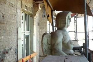KuDamm 123 Fassadensanierung Sphynx Figur